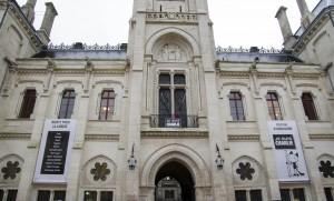 Hôtel de ville - Hommage Charlie Hebdo - bâche FIBD
